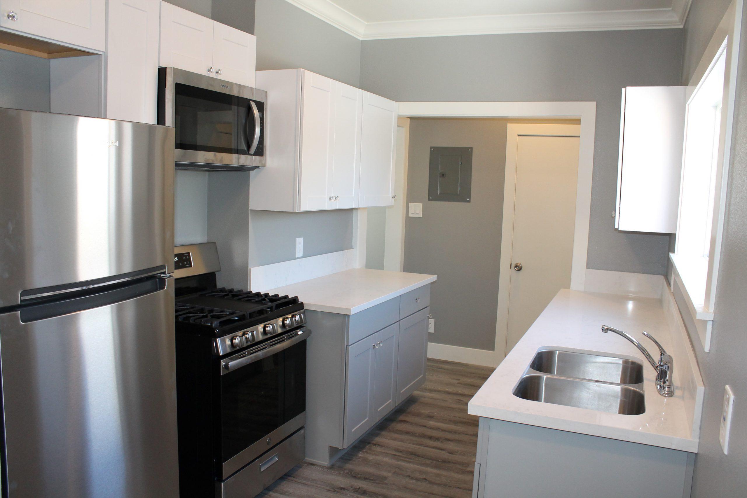 2525 #8 - Kitchen2