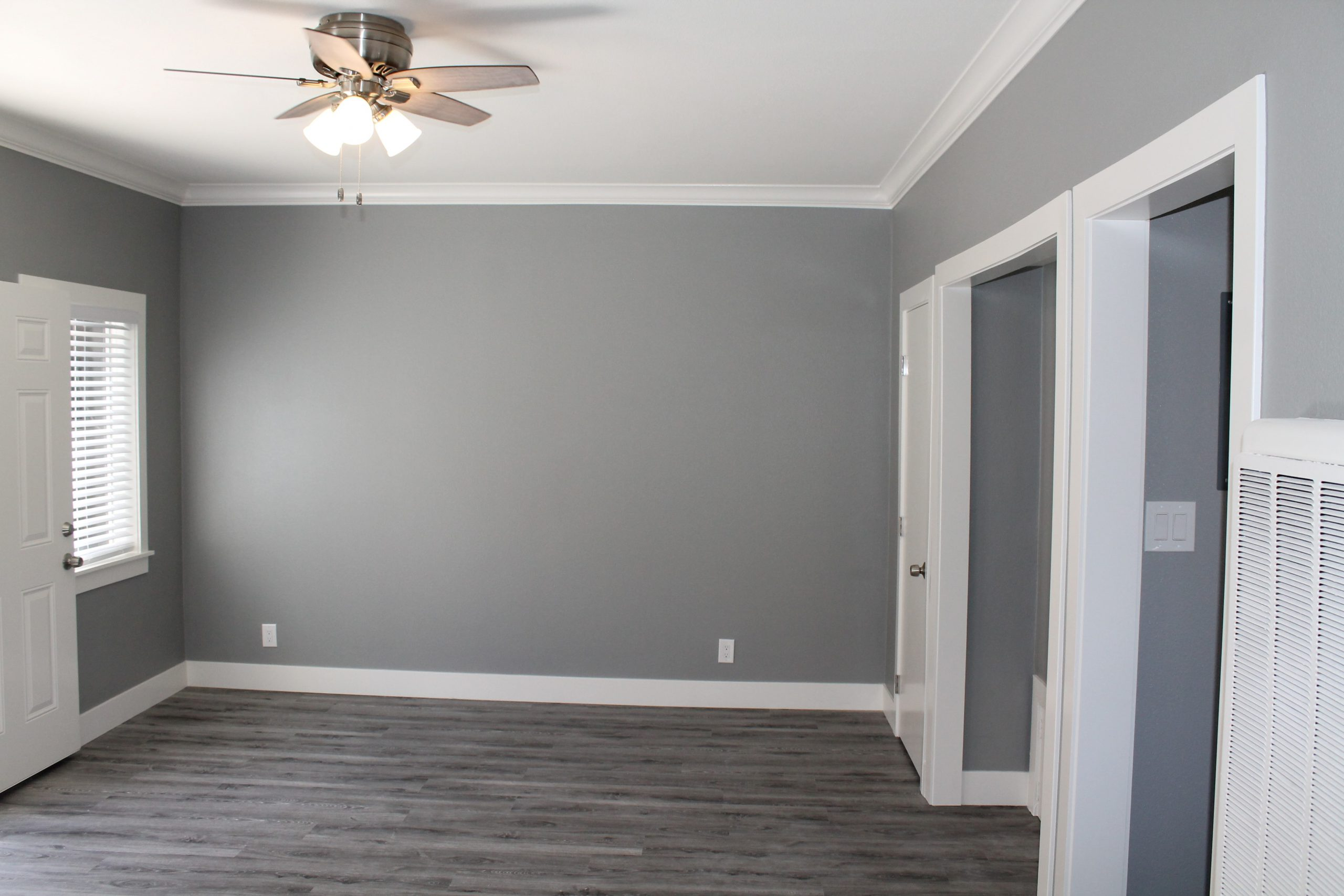 2525 #8 - Living Room