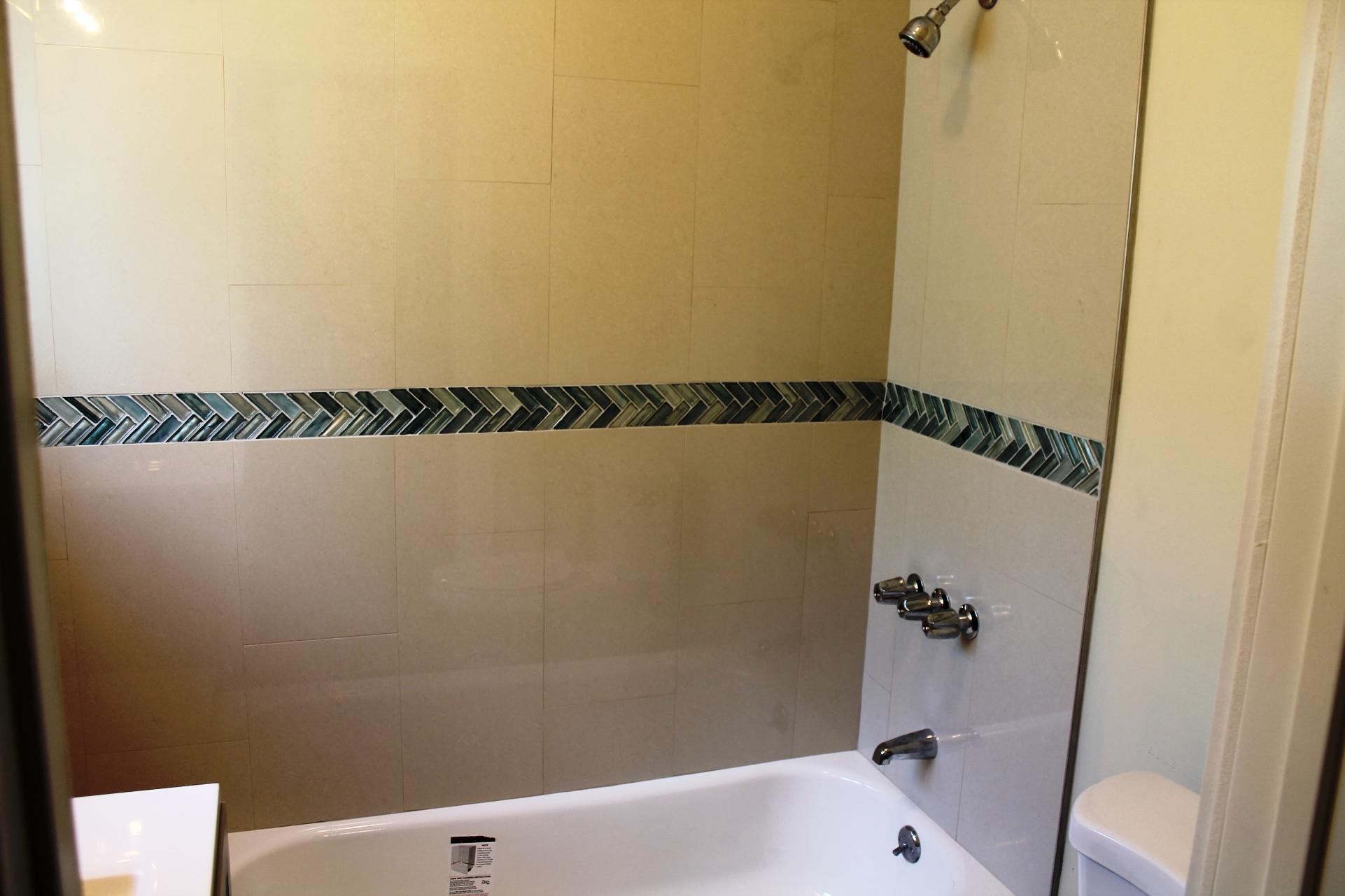 2525 E 10th St #7 - Bathroom1